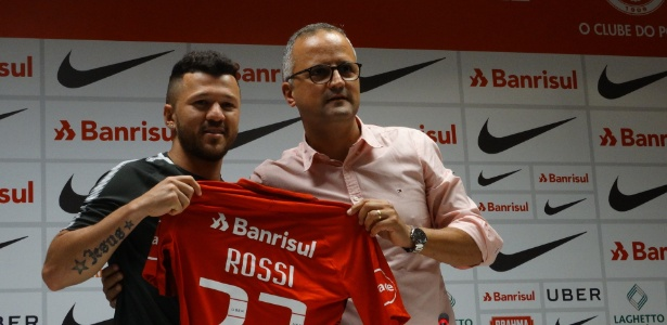Rossi é apresentado como jogador do Internacional para o resto do ano