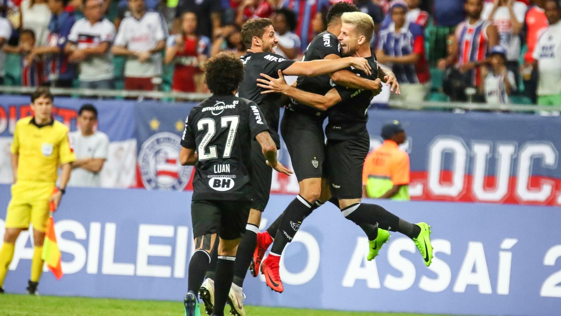 Jogadores do Atlético-MG comemoram o gol de Matheus Galdezani diante do Bahia