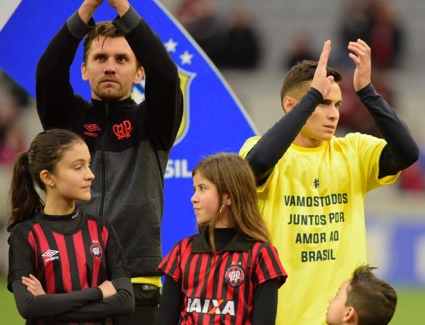 Furacão entra com camiseta com mensagem política. Paulo André não aderiu - REINALDO REGINATO/FOTOARENA/FOTOARENA/ESTADÃO CONTEÚDO