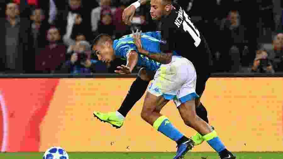 Volante Allan, convocado para a Copa América, pode trocar Napoli por PSG - e render dinheiro a clubes formadores -  Anne-Christine POUJOULAT/AFP