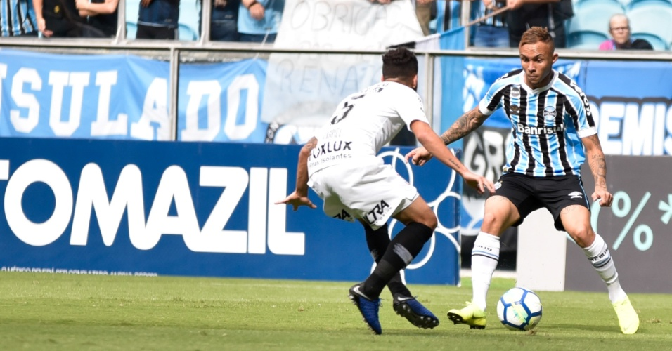Everton encara a marcação na partida Grêmio x Corinthians pelo Campeonato Brasileiro 2018