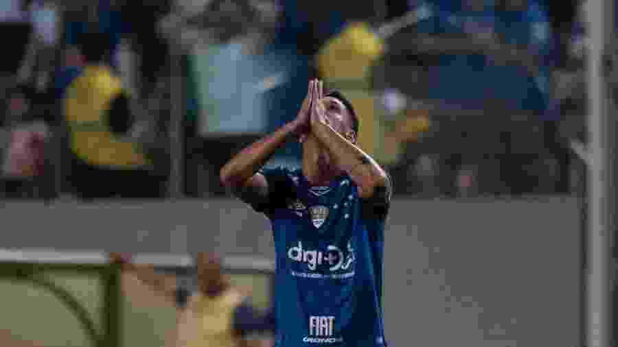 Thiago Neves comemora gol do Cruzeiro contra a Chapecoense - Marcelo Alvarenga/AGIF