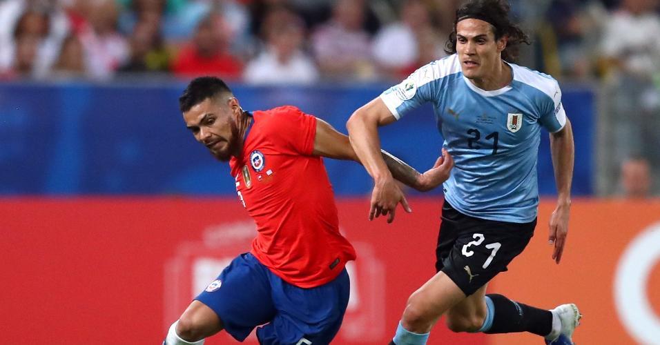 Cavani, durante partida entre Chile e Uruguai