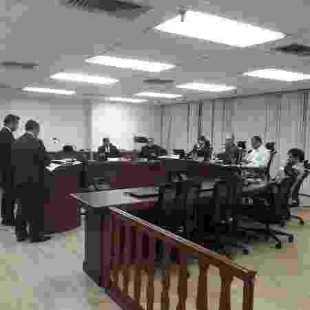 Michel Assef (à esq.), advogado do Fla, e Paulo Rubens (à dir.), advogado do Vasco, em julgamento no STJD - Alexandre Araújo / UOL - Alexandre Araújo / UOL