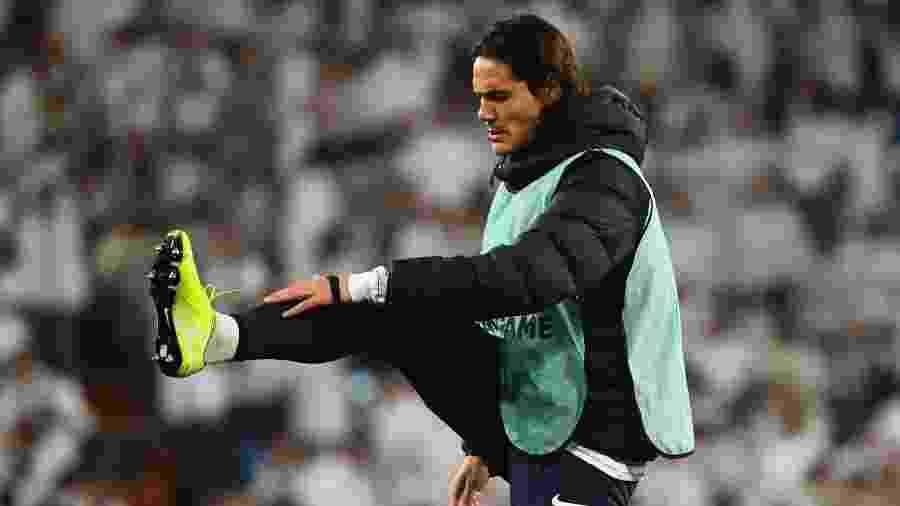 Cavani tem ficado no banco na maioria das partidas do PSG - GABRIEL BOUYS / AFP
