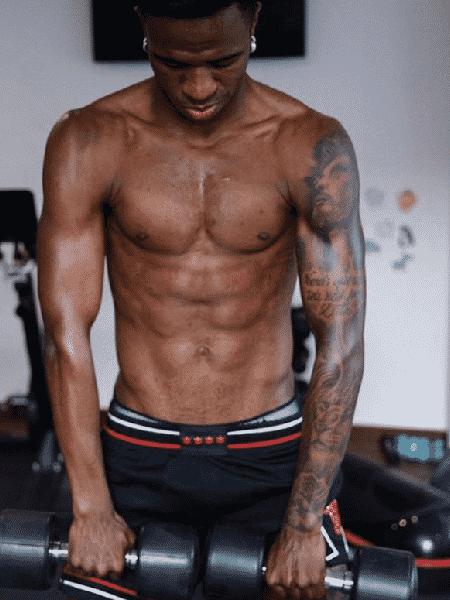 Vinícius Júnior posta foto fazendo exercício durante quarentena na Espanha, em abril - Reprodução/Instagram