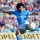 Diego Maradona chuta a gol com a camisa do Napoli em 26 de outubro de October 1986 - Etsuo Hara/Getty Images