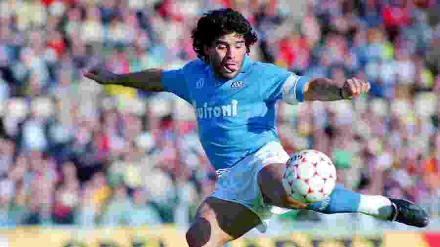 Diego Maradona, em jogo pelo Napoli - Etsuo Hara/Getty Images