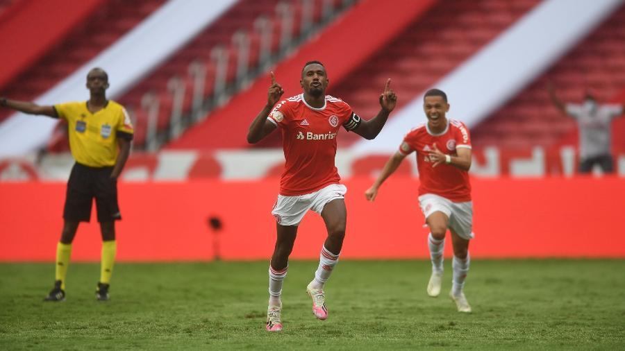 Edenilson comemora gol de pênalti que definiu clássico Gre-Nal 429 - Ricardo Duarte/Inter