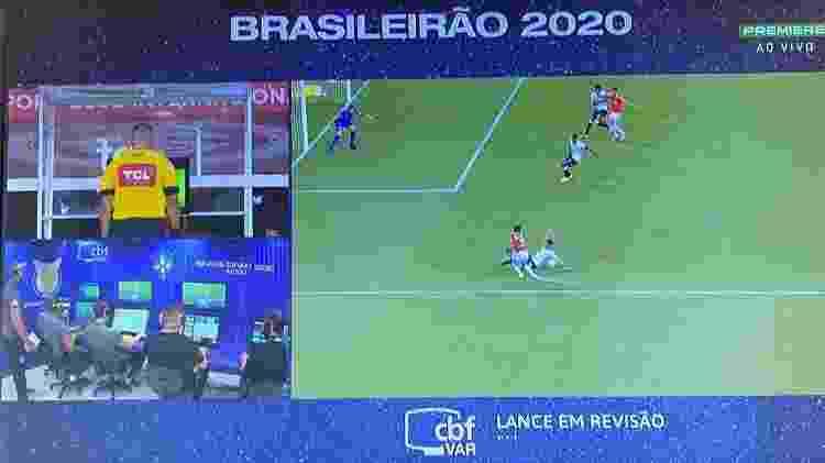 Pênalti do Inter anulado contra o Corinthians - Reprodução - Reprodução