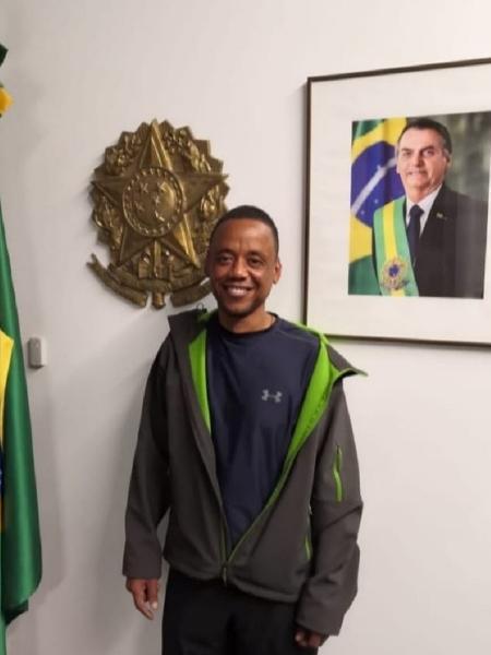 Robson Nascimento de Oliveira, ex-motorista dos familiares do volante Fernando, está voltando ao Brasil  - Reprodução/Facebook