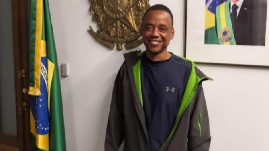 Robson Nascimento de Oliveira, ex-motorista dos familiares do volante Fernando, foi solto pelo governo russo - Reprodução/Facebook