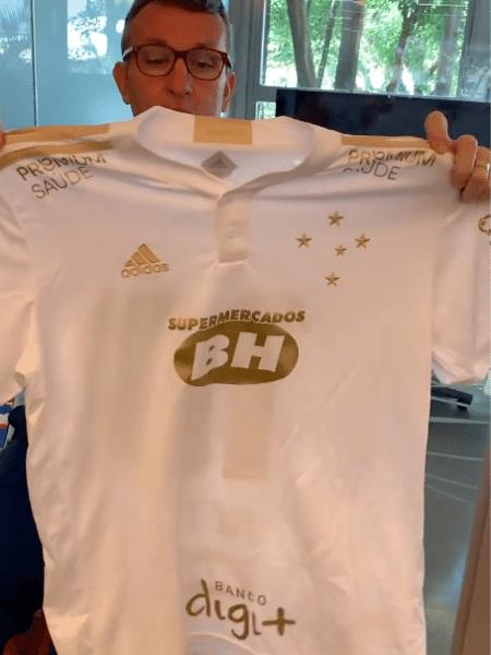 Neto mostra nova camisa do Cruzeiro após virar sócio-torcedor do clube mineiro - Instagram