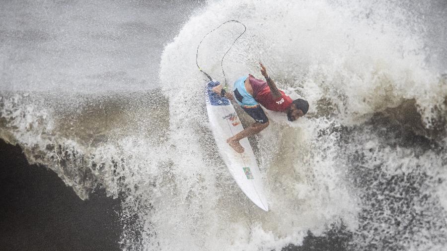 Ondas na praia de Tsurigasaki chegaram a quase 3 metros, mas Ítalo já surfou muito maiores - Jonne Roriz/Jonne Roriz/COB
