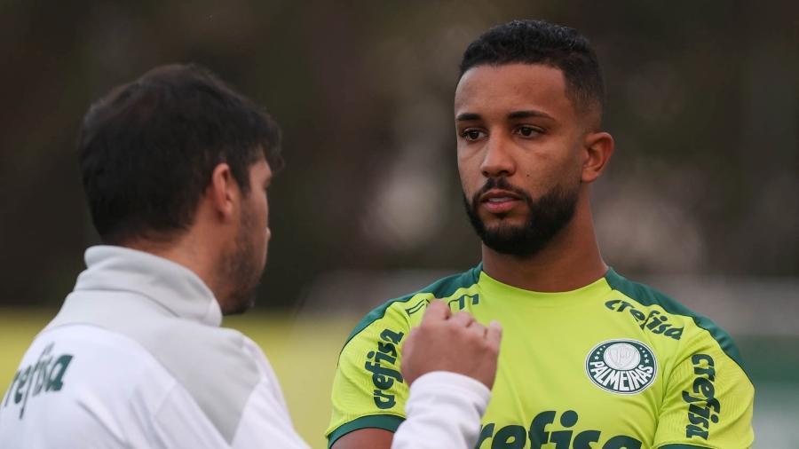 Recém-contratado pelo Palmeiras, Jorge conversa com o técnico Abel Ferreira - Cesar Greco/Palmeiras