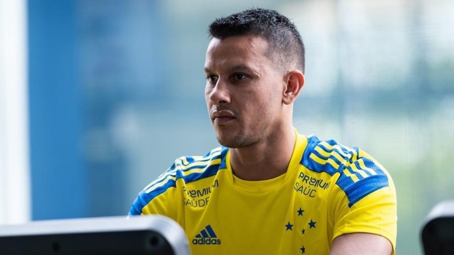 Oitavo jogador com mais partidas pelo Cruzeiro, Henrique está assintomático, mas com o vírus da covid-19 - Bruno Haddad/Cruzeiro