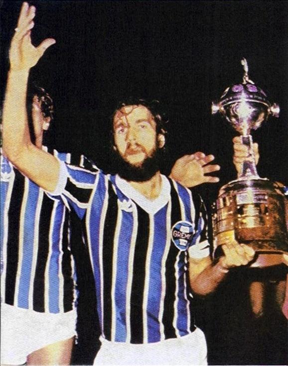 De León celebra a conquista do Grêmio na Libertadores de 1983