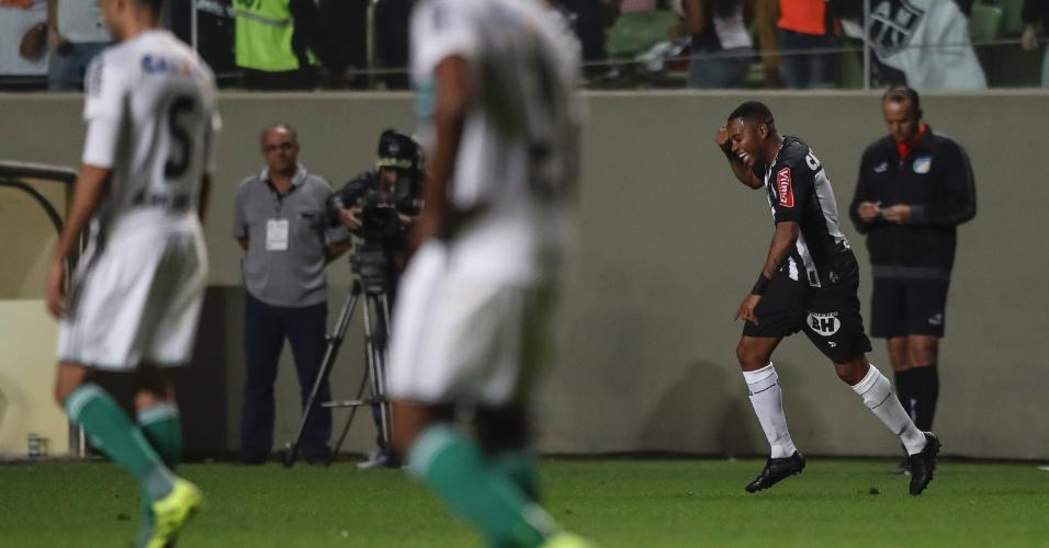 Robinho comemora gol do Atlético-MG em jogo diante do Coritiba