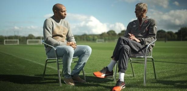Entrevistado por Henry, Wenger já enxerga Sánchez entre os melhores atacantes de área