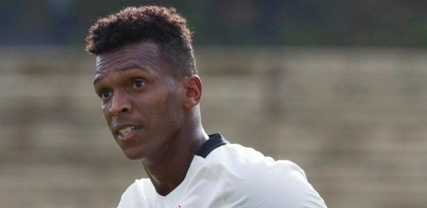 Jô tenta recuperar o bom futebol no Corinthians