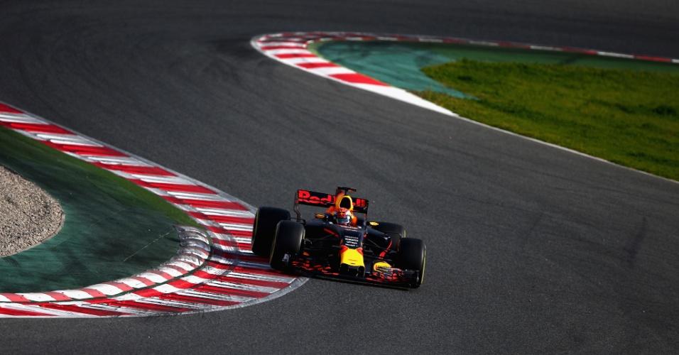 Max Verstappen anda pela primeira vez com o Red Bull na pré-temproada