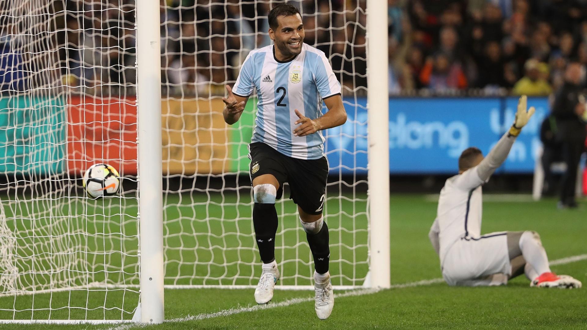 Gabriel Mercado comemora gol da Argentina contra o Brasil
