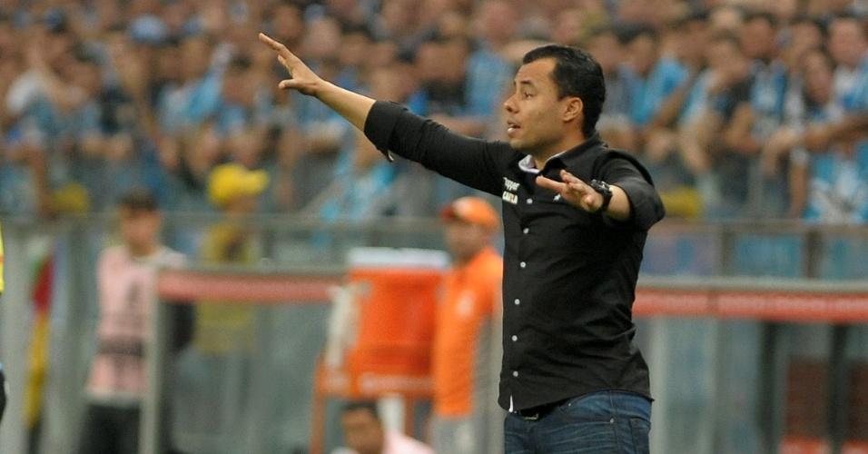 O técnico Jair Ventura comanda o Botafogo diante do Grêmio