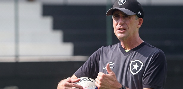 Preparador de goleiro Flávio Tenius é um dos destaques do Botafogo