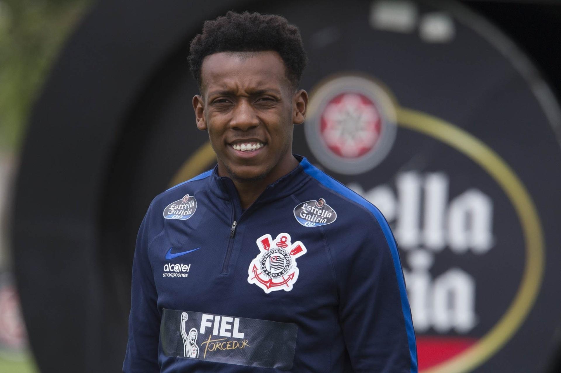 Botafogo anuncia acerto com Moisés 02df23340518f