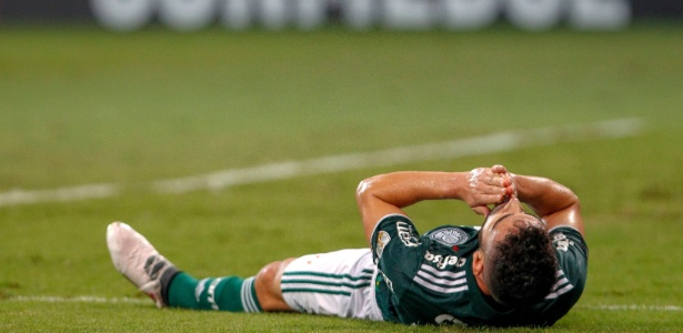 Bruno Henrique lamenta no gramado durante Palmeiras x Boca Juniors