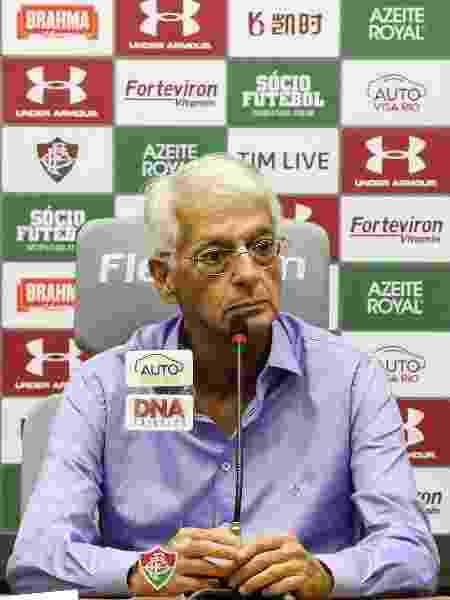 Celso Barros durante entrevista coletiva no CT do Fluminense - FOTO DE LUCAS MERÇON/ FLUMINENSE FC