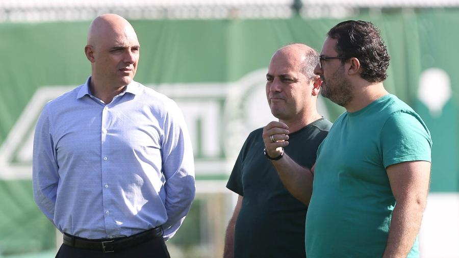 """Ex-diretor de futebol do Palmeiras rebate críticas e diz que base do Palmeiras foi feita """"na sua sala"""""""