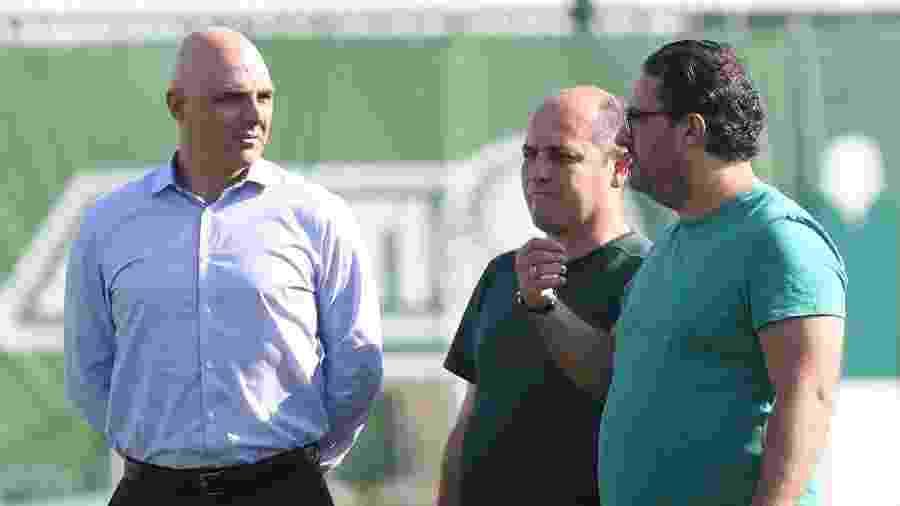 O presidente Mauricio Galiotte, o gerente de futebol Cicero Souza e o diretor de futebol Alexandre Mattos, dirigentes do Palmeiras - Cesar Greco/SE Palmeiras