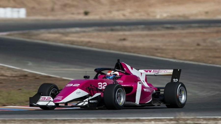 Bruna Tomaselli em carro da W Series - @brunatomaselli/Twitter