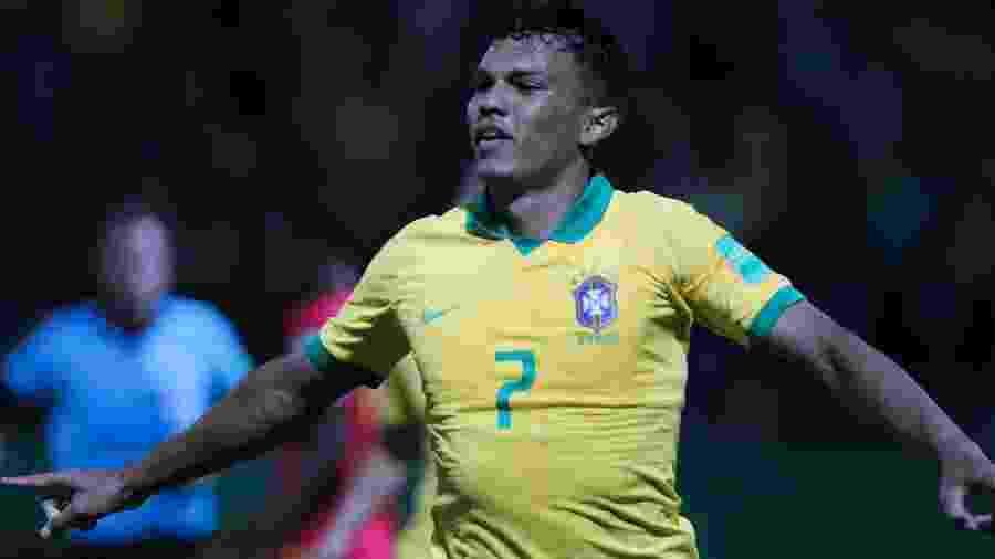 Veron comemora seu gol pela seleção brasileiro durante partida contra Angola pelo Mundial Sub-17 - Heber Gomes/AGIF