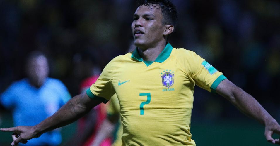 Veron comemora seu gol pela seleção brasileiro durante partida contra Angola pelo Mundial Sub-17
