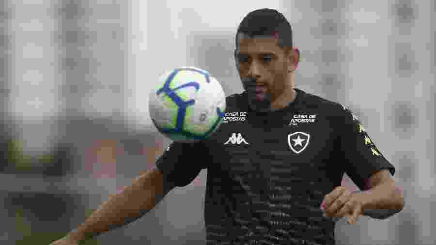 Diego Souza foi barrado contra o Santos por não ter as características que agradem Alberto Valentim - Vitor Silva/Botafogo