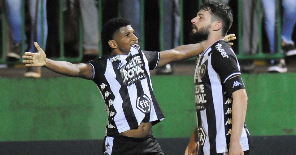 Rhuan comemora gol do Botafogo contra a Chapecoense