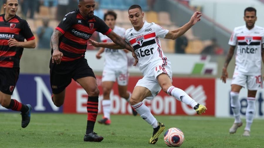 Antony em ação contra o Oeste pela sétima rodada do Campeonato Paulista - Rubens Chiri/saopaulofc.net