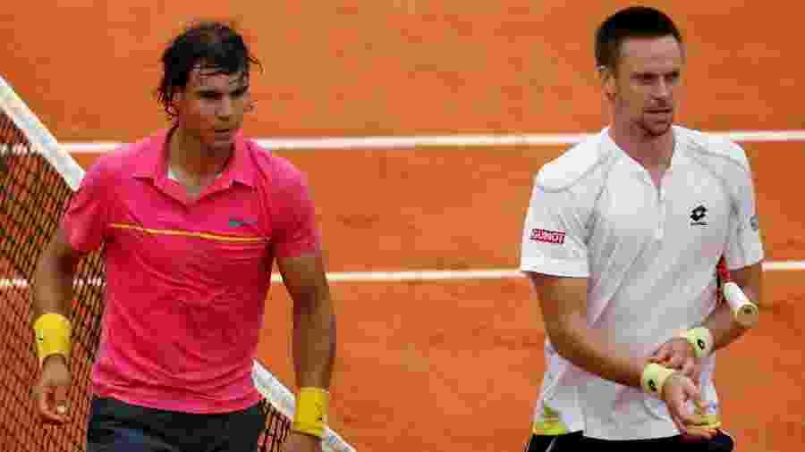 Rafael Nadal e Robin Soderling, após vitória do sueco contra o espanhol em Roland Garros 2009 - REUTERS/Bogdan Cristel
