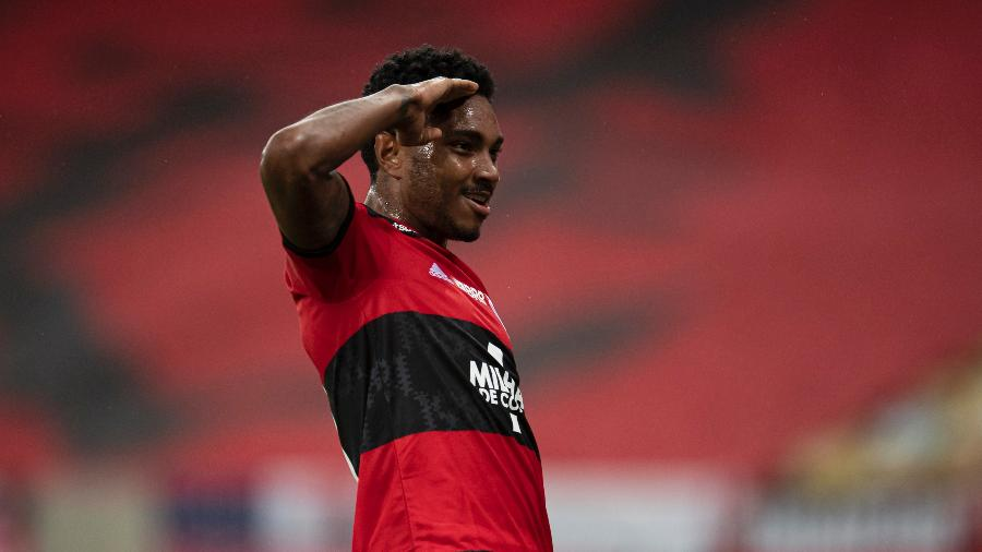 Vitinho comemora gol contra o Coritiba pelo Flamengo na Copa do Brasil - Jorge Rodrigues/AGIF