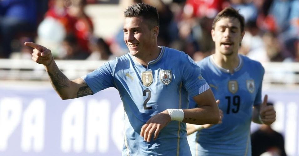 Giménez comemora gol que abriu o placar para o Uruguai contra o Paraguai