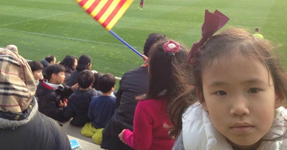 Famílias coreanas vão ao La Masia para assistir os jogos dos compatriotas