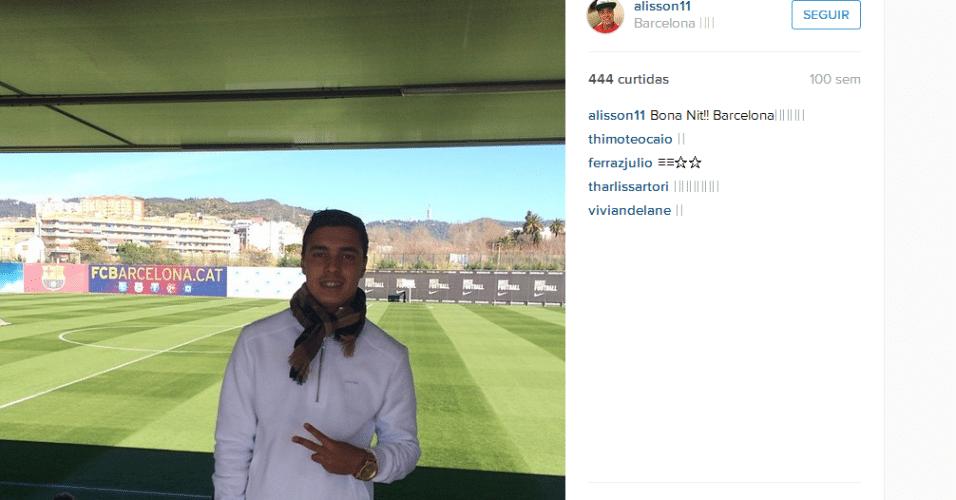 Alisson conhece o CT do Barcelona após convite do clube