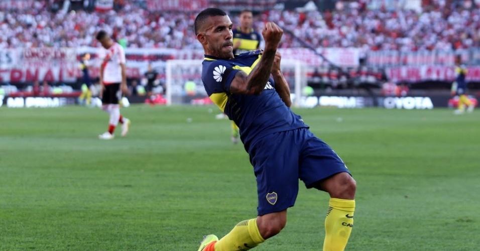 Tevez comemora gol marcado contra o River no Monumental de Nuñez