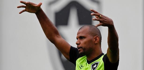 Jefferson se aproxima do retorno aos gramados no Botafogo após duas cirurgias