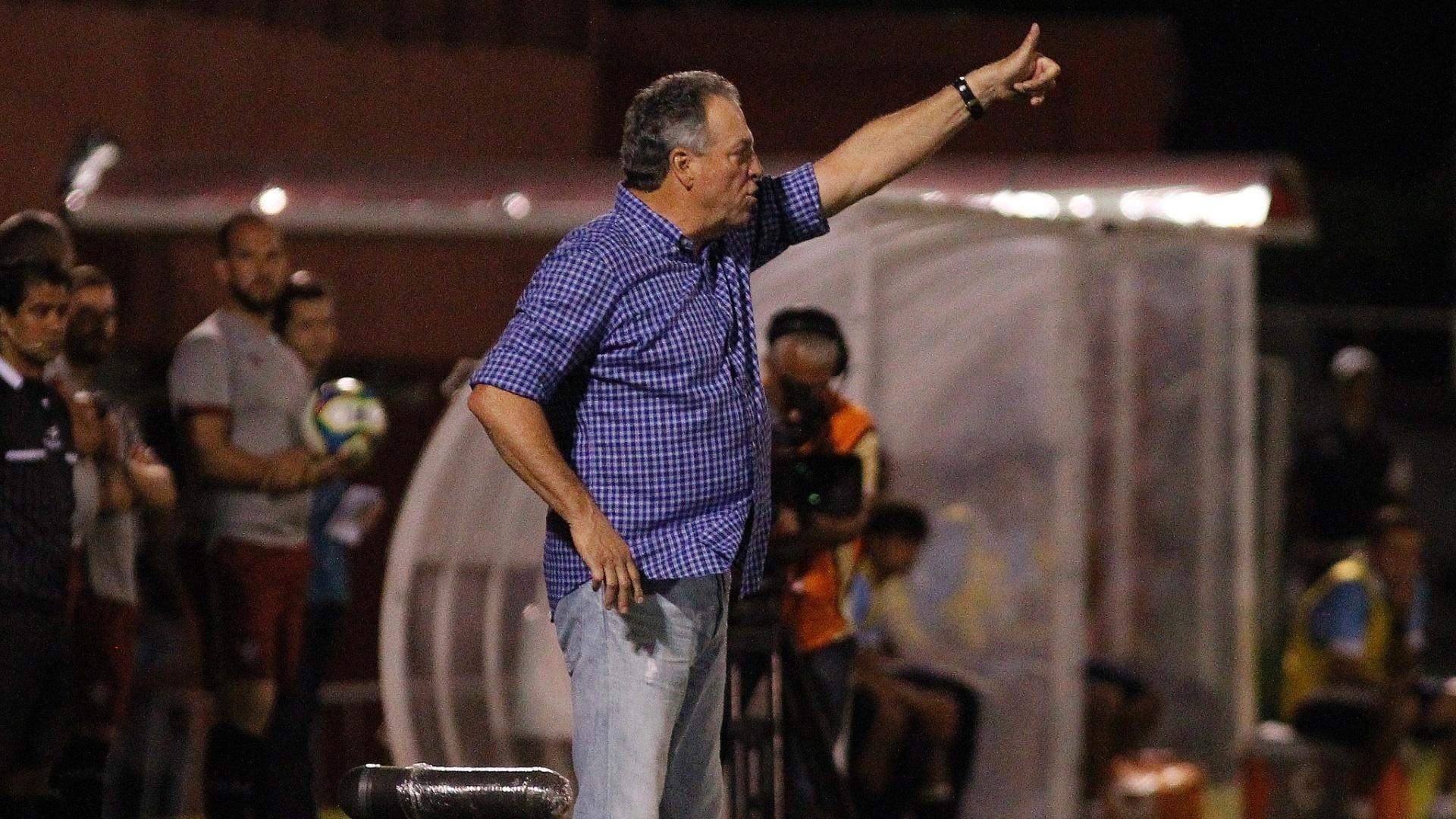 Abel Braga acompanha vitória do Fluminense sobre o Macaé
