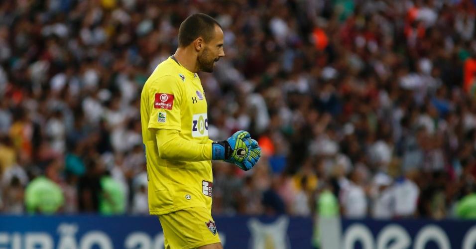 Diego Cavalieri comemora vitória do Fluminense sobre a Ponte