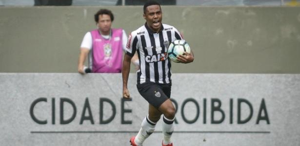 Elias permanecerá no Atlético-MG em 2018 a pedido de Oswaldo de Oliveira