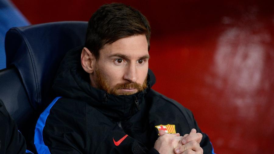 Lionel Messi no banco de reservas antes de Barcelona x Sporting - Josep Lago/AFP